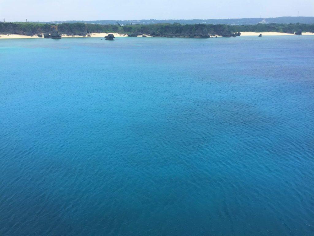 沖縄から、フェリーで初めての与論島へ。美しい海に釘付け。