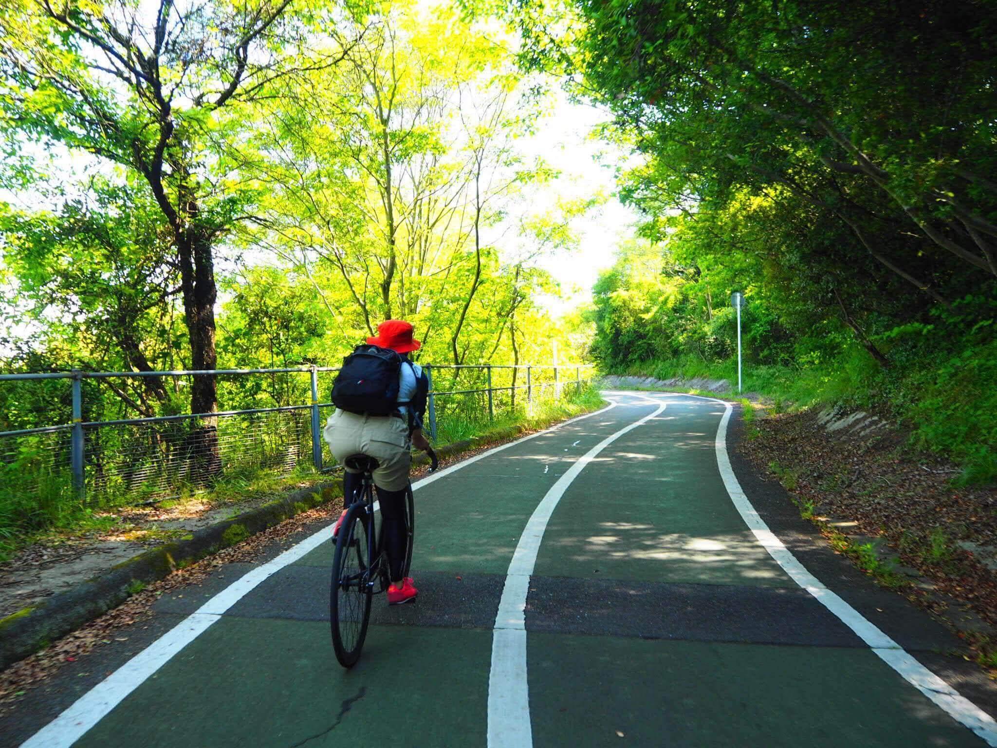 自転車でサイクリング