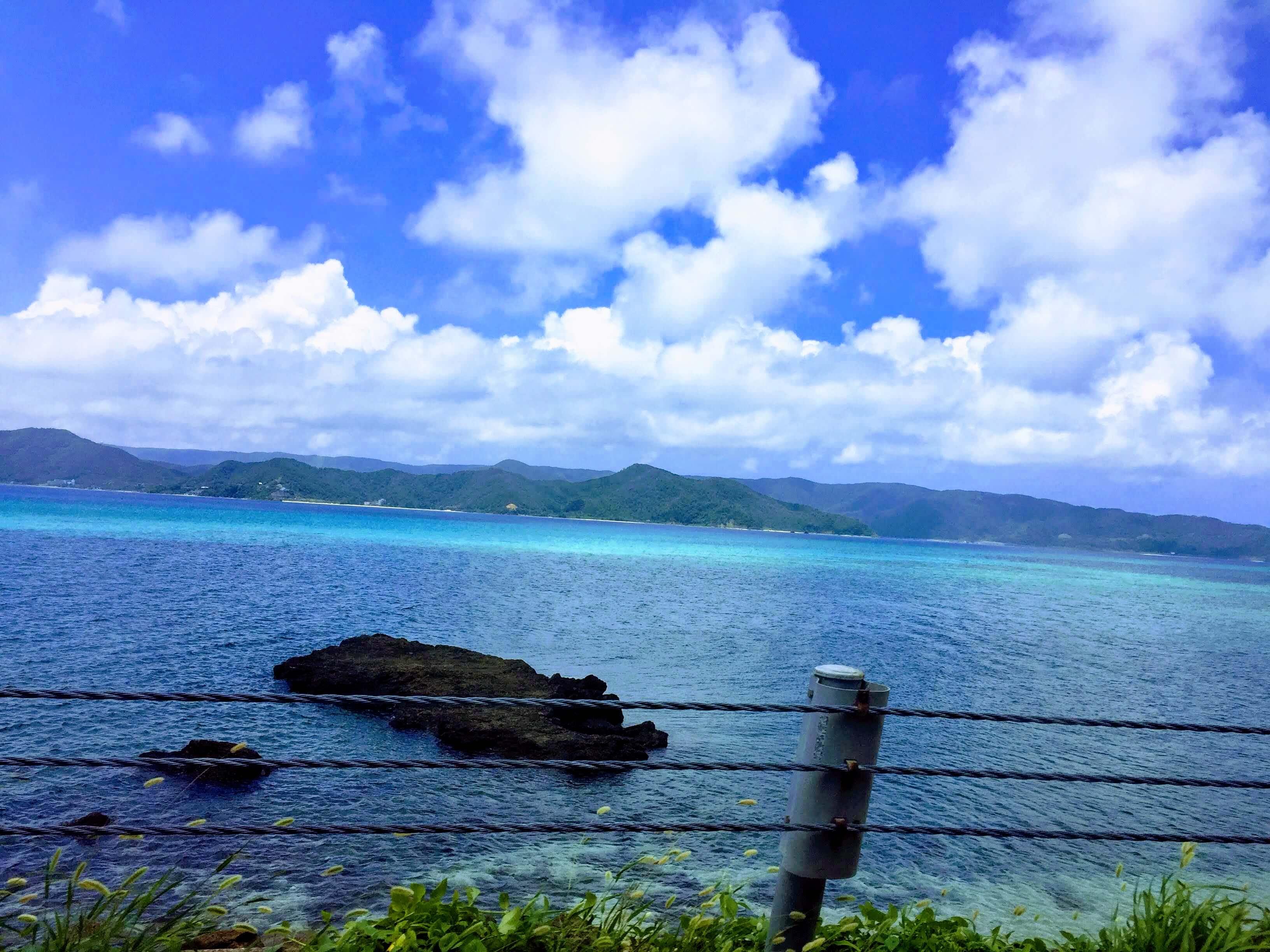 奄美大島の海辺をドライブ