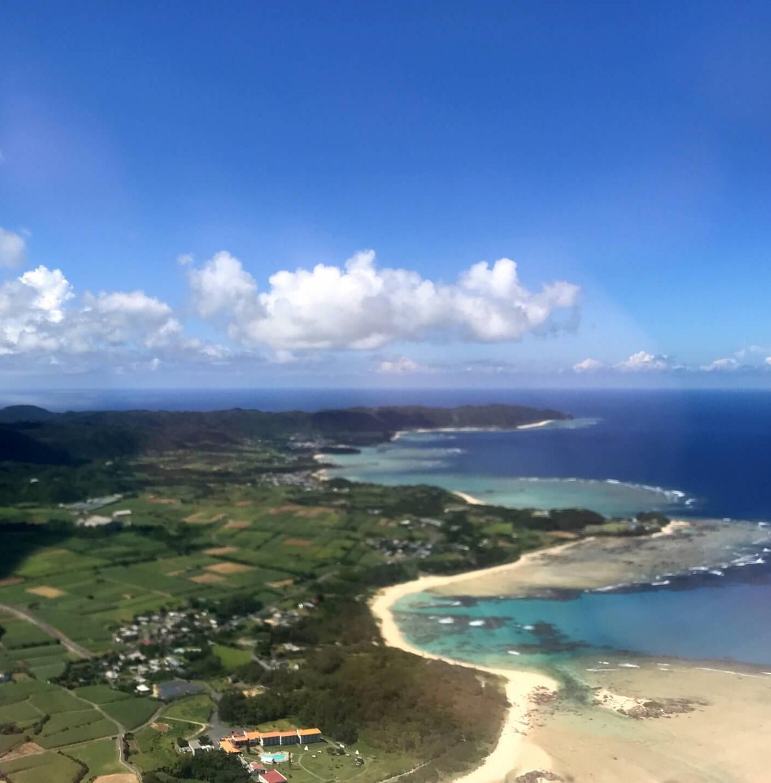 空から見た奄美大島の海