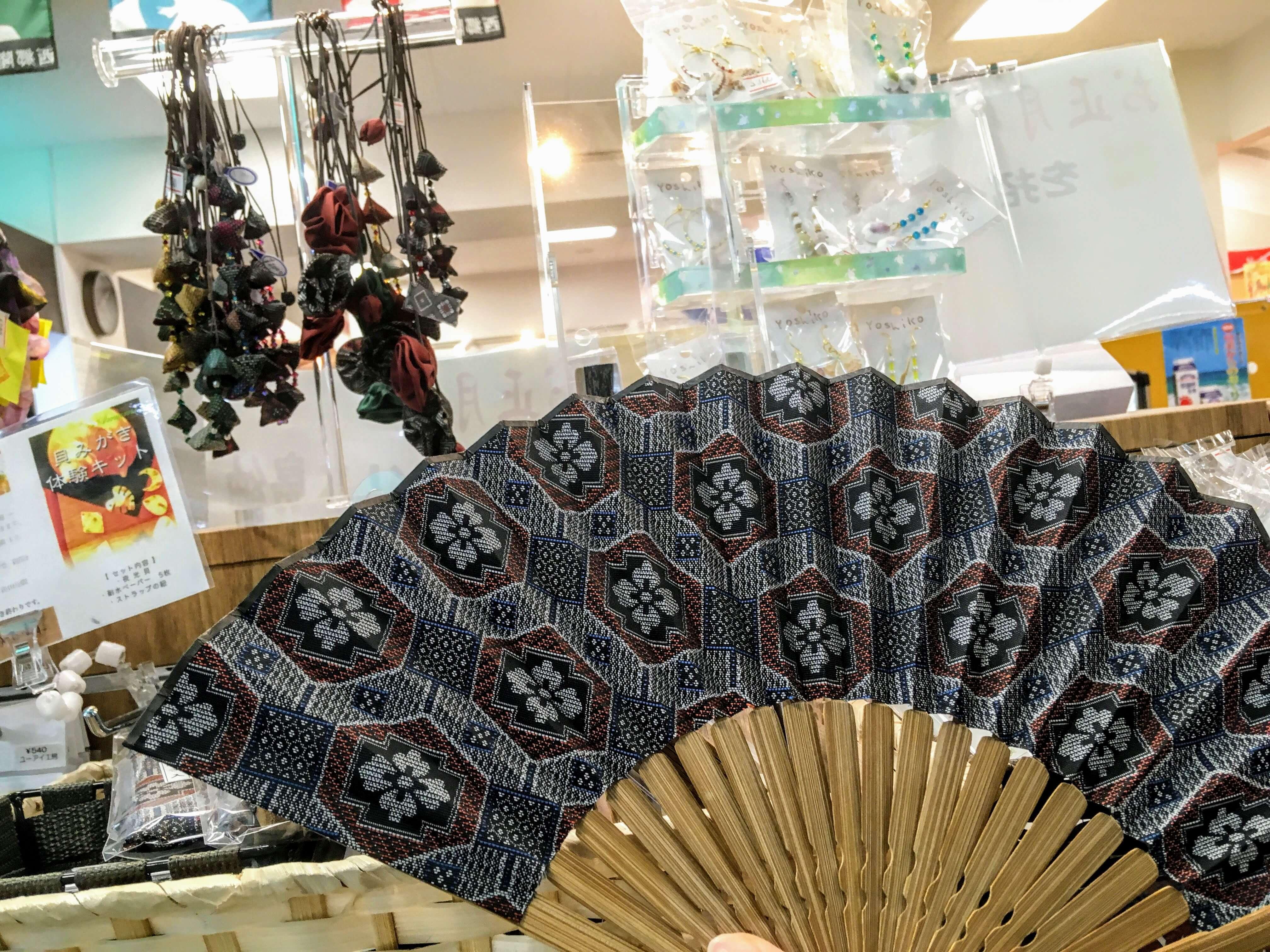 奄美大島の名物お土産、本場大島紬