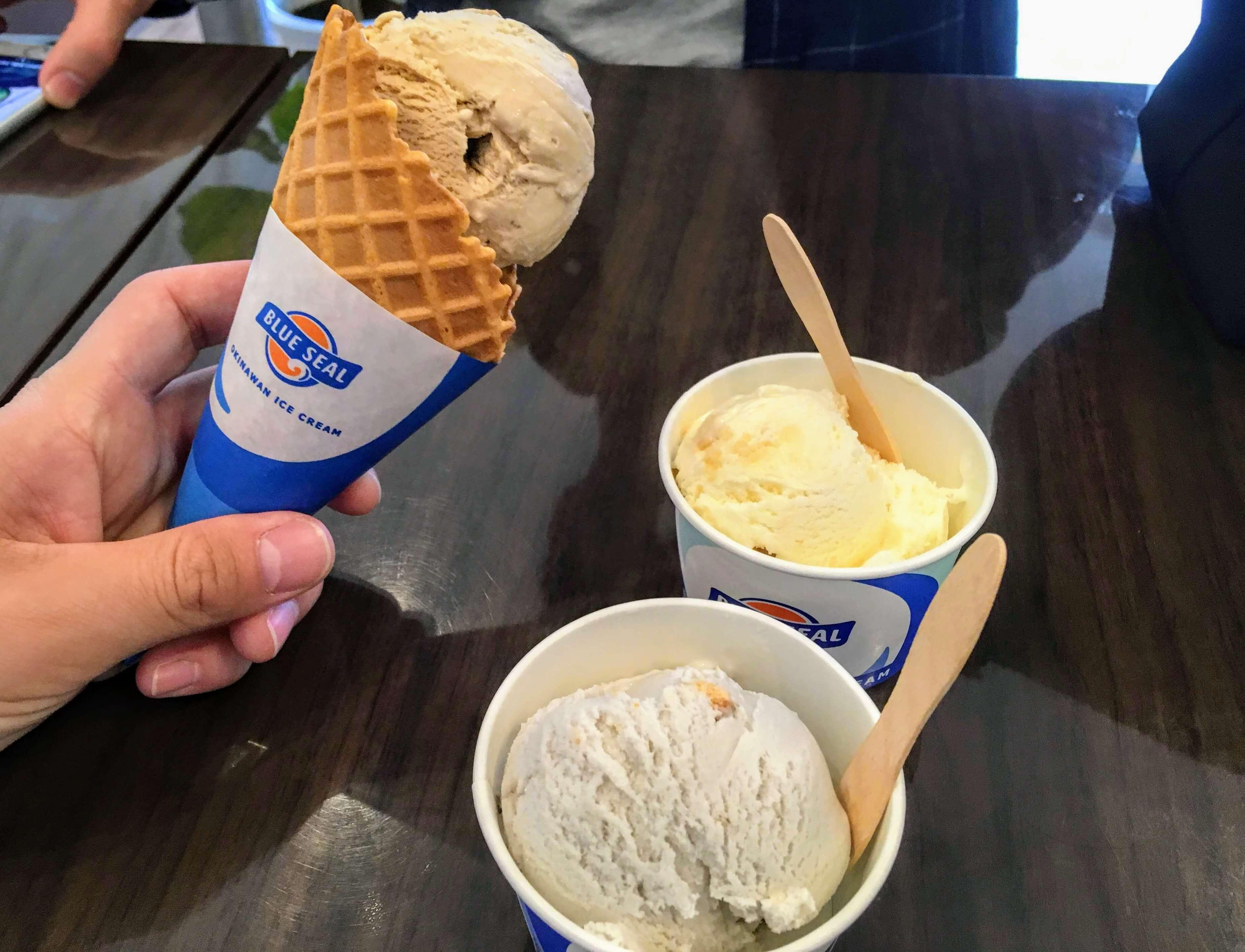 マエダ屋でブルーシールアイス