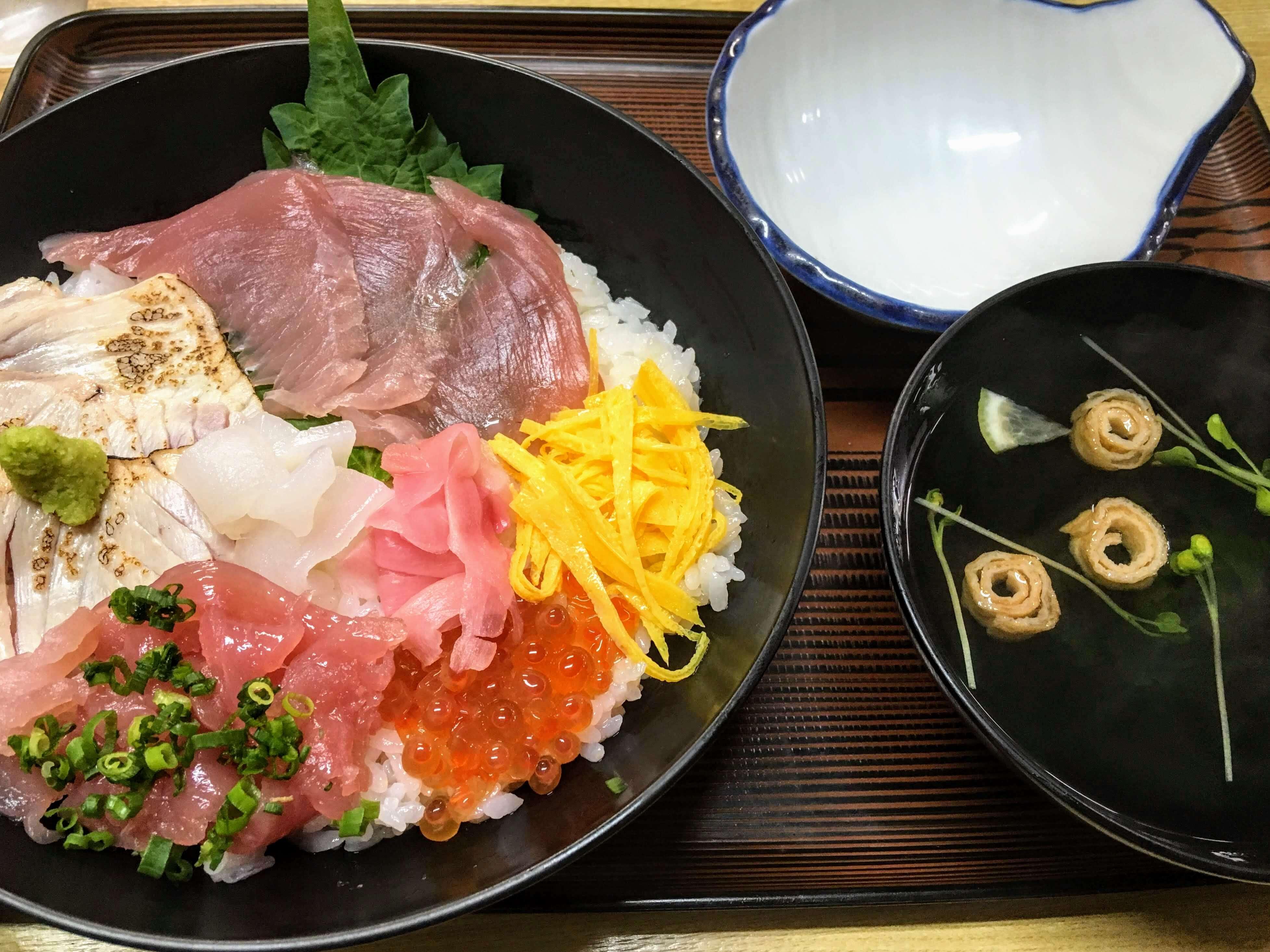丸屋レストランの魚料理や海鮮丼