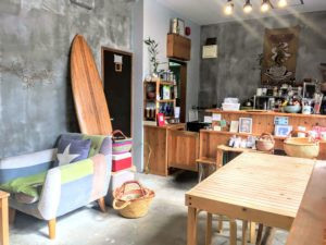 Cafe holiday 店内