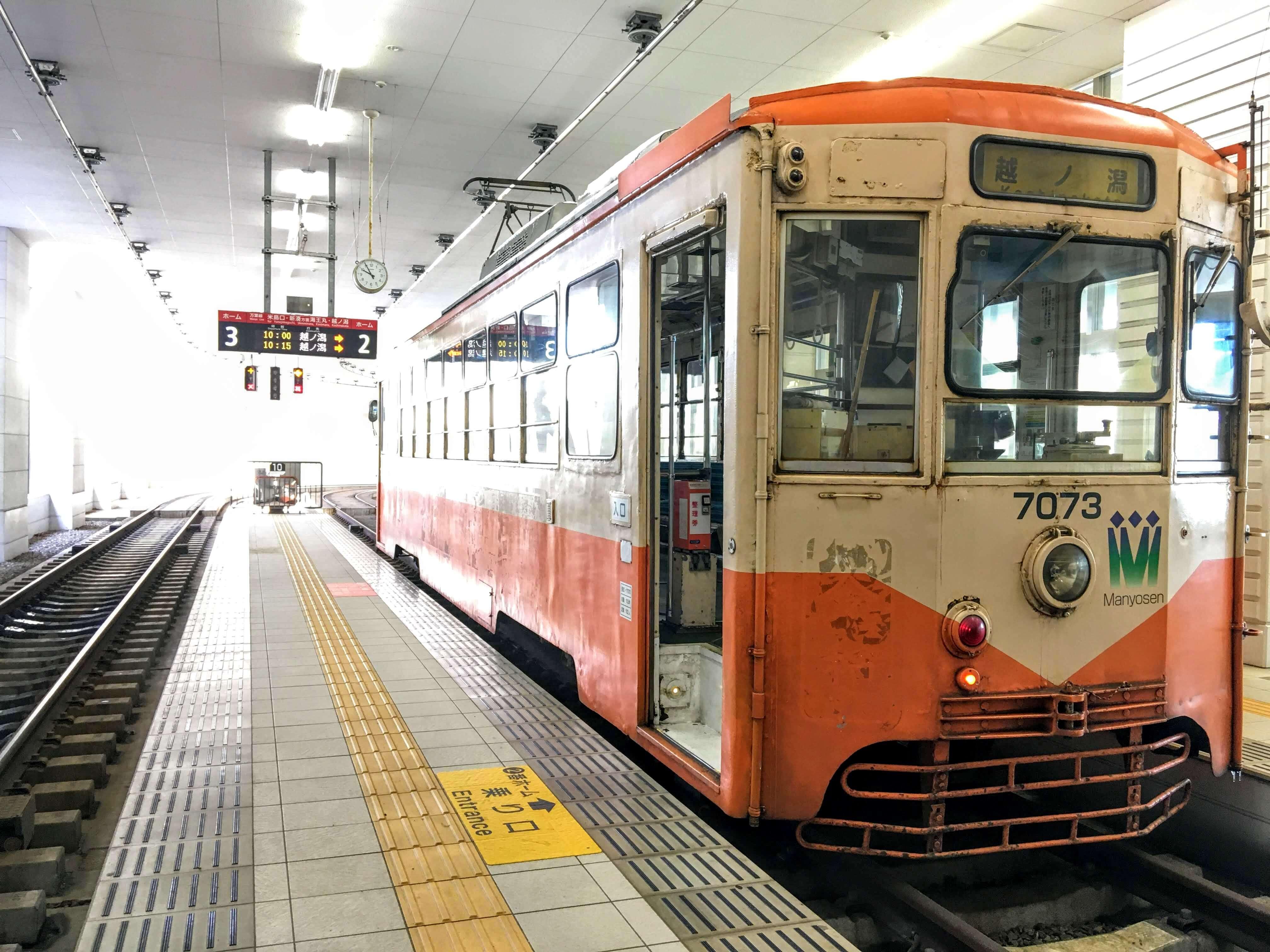 富山県高岡市に移住、万葉線トラム