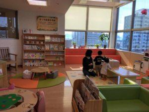 富山県高岡市に移住、絵本コーナー