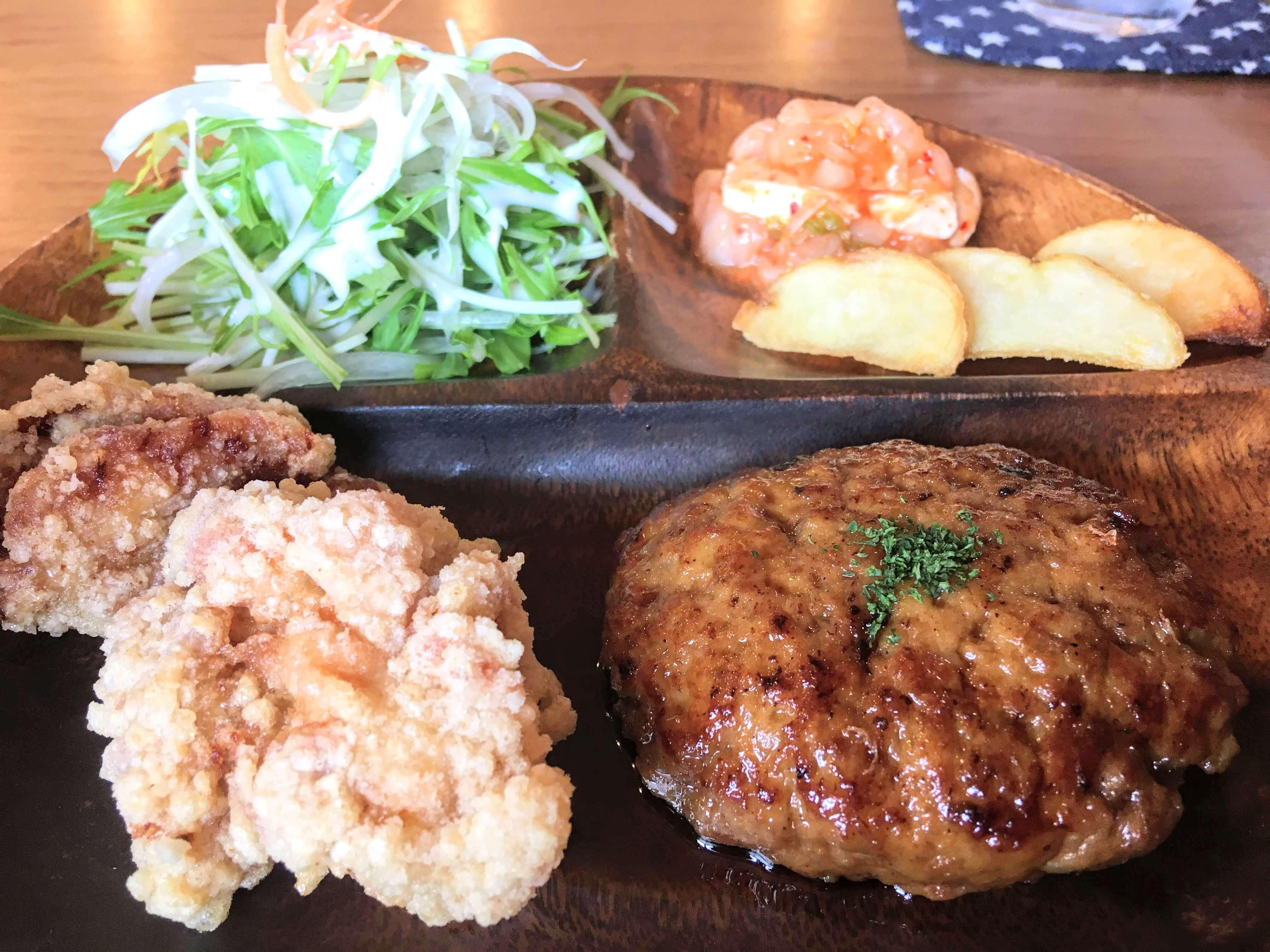 奄美大島龍郷でランチ・ディナーできるPADAのハンバーグ定食